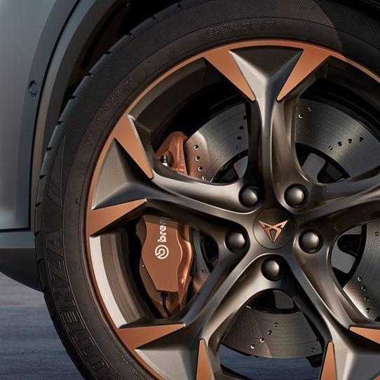 01-new-cupra-formentor-compact-suv-with-brembo-disc-brakes.jpg